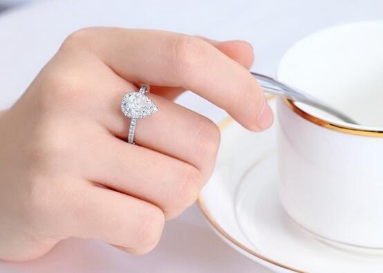 未婚女戒指戴哪个手指