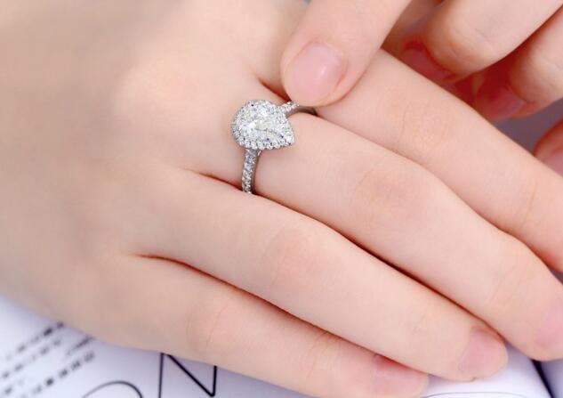 如何挑选水滴形状钻石