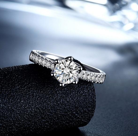 钻石怎么买才实惠