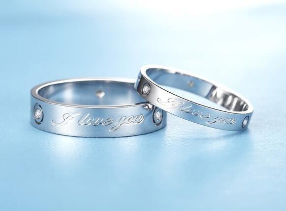 结婚买钻戒还是素戒
