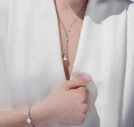 秋天穿白衬衫怎么戴珠宝