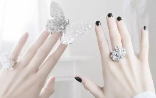 未婚戒指的戴法
