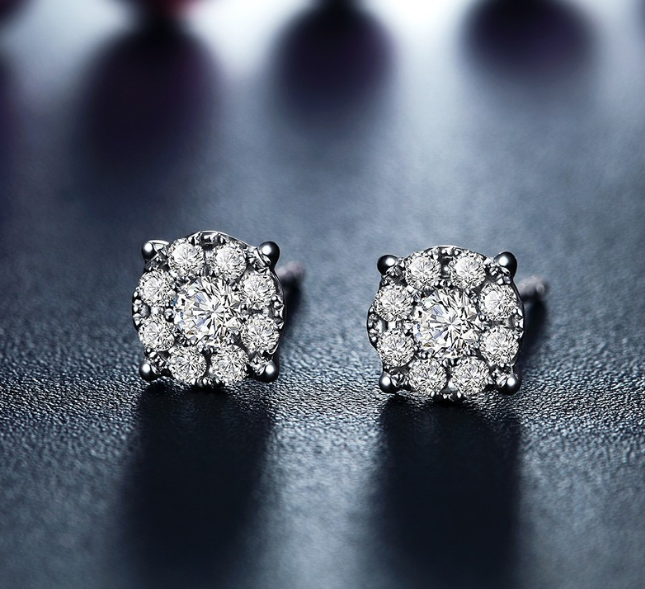 钻石耳钉价格一般是多少