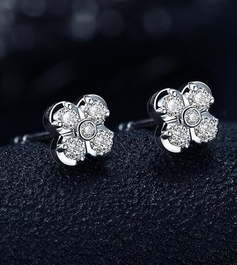 一克拉钻石耳钉多少钱