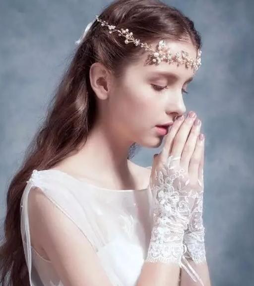 结婚钻戒与婚纱手套怎么搭配,