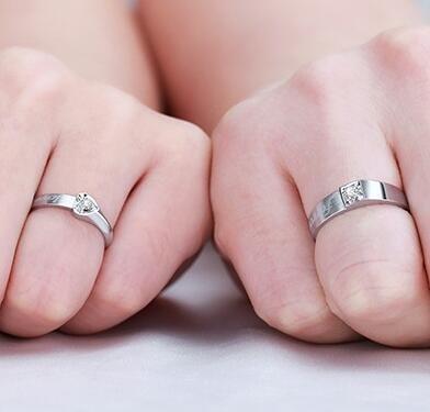 如何挑选合适的结婚钻戒