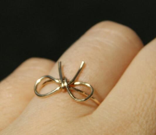 男左女右,银戒指的戴法和意义有哪些?