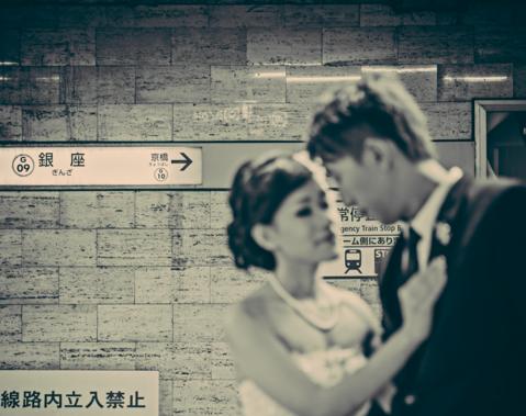 2,涂鸦主题的婚纱照