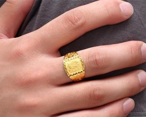 未婚男戴戒指的含义有哪些图片