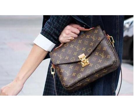 是lv真正高端大气的一款手提包,经典,优雅中却又不乏女性活泼可爱