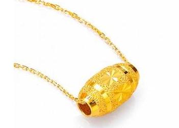 不是红绳子编织的,一般的珠宝首饰店里都有这两种款式的转运珠戒指