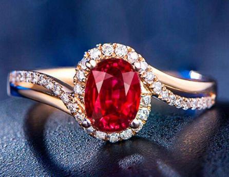 镶嵌红宝石的钻石戒指款式有哪些图片