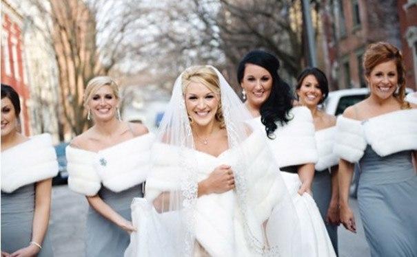 冬季结婚穿什么婚纱_美丽也冻人,冬天结婚穿什么婚纱合适? - CRD克徕帝珠宝官网