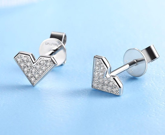克徕帝钻石耳钉价格贵吗
