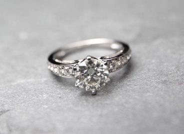 珂兰钻石戒指