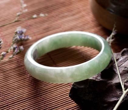 冰糯种翡翠手镯鉴别