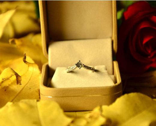 浪漫求婚戒指