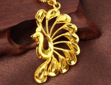 戴黄金孔雀饰品有何寓意