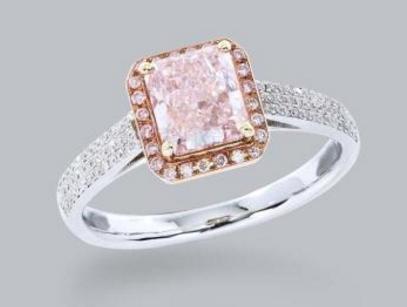 粉白渐变钻石戒指