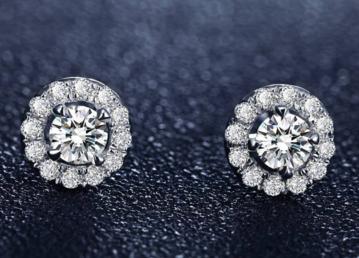 两排圆形钻石耳钉怎么挑选