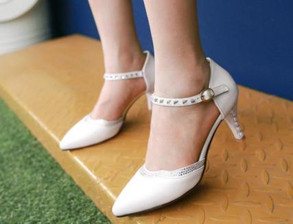 伴娘穿什么鞋合适