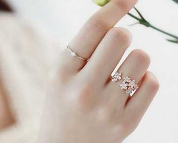 未婚男女戒指戴法