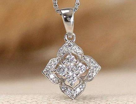 女式钻石项链的价格受什么影响