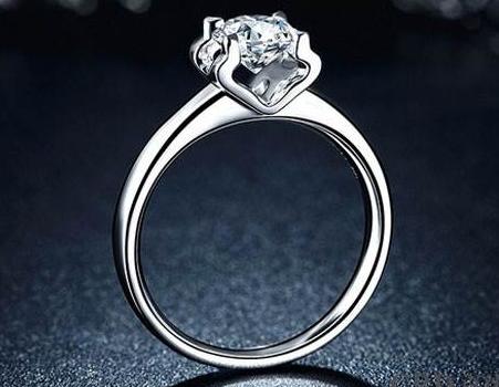 谁发明钻石戒指的爪镶嵌
