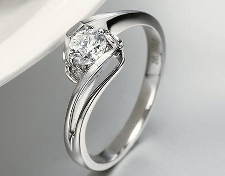 订婚戒指和结婚戒指要分开买吗