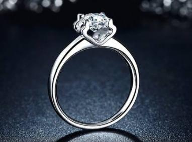 求婚用买好的结婚戒指可以吗