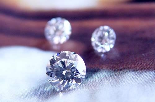 一克拉钻石价格_一克拉钻戒的价格_一克拉的钻戒