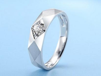 男人白金戒指的价格贵不贵
