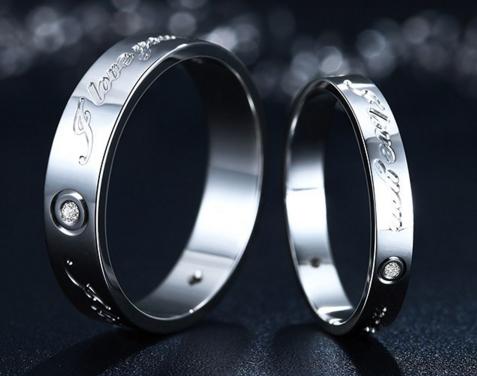 情侣戒指女生应该戴哪个手